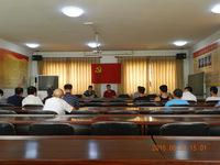 七一建党节挟河村组织党员会议