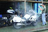 摩托车沪A黄牌价格超40万元 一张能抵一辆奔驰