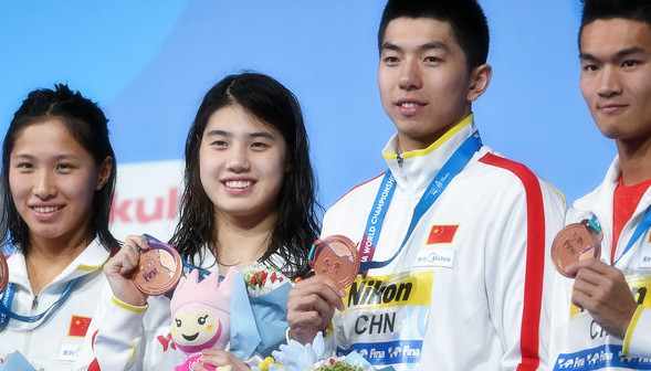 世锦赛男女4×100混合泳接力 中国并列季军美国夺冠
