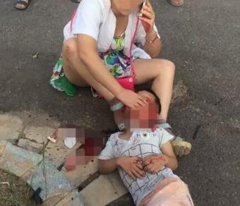 新井冈大桥发生一起车祸,一小孩受伤昏迷