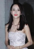 31岁的佟丽娅和30岁的赵丽颖,同穿透视裙美到不敢看